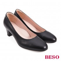 BESO國民小資女柔軟羊皮素面圓頭中跟鞋